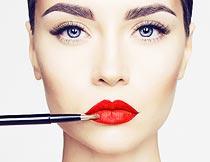化唇妆的美女面部特写摄影图片