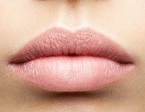性感的浅色红唇局部特写摄影图片