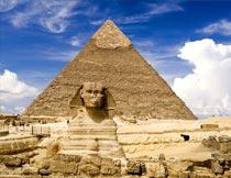金字塔与狮身人面像摄影图片