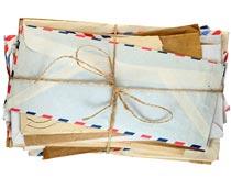 麻绳捆扎的一摞信件摄影图片