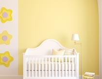 房间星星饰物与婴儿床摄影图片