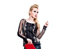 拿红色手包的时尚潮流美女摄影图片
