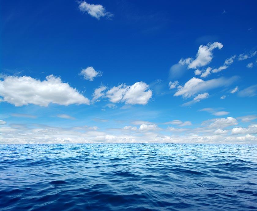 蔚蓝天空图片素材 ps设计素材站  【psd】蓝天白云 风景海报背景psd