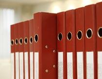 红色的文件夹局部近景特写摄影图片