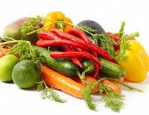 一堆新鲜的绿色有机蔬菜摄影图片