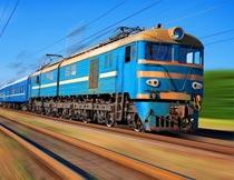 高速行驶中的火车局部特写摄影图片
