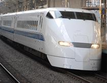 轨道行驶的白色动车局部摄影图片