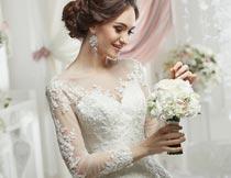 拿花束高贵美丽的婚纱新娘摄影图片