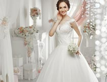 拿花束笑容灿烂的美丽新娘摄影图片