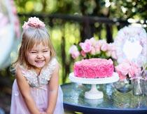 开心的过生日的漂亮小女孩摄影图片