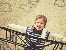 梦想开飞机的帅气小男孩摄影图片