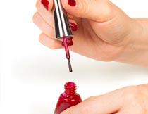 涂红色指甲油美女双手特写摄影图片
