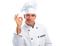 闭一只眼睛作OK手势的厨师摄影图片
