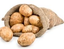 一麻袋新鲜的马铃薯特写摄影图片
