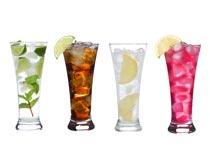 四杯不同口味的冰镇鸡尾酒摄影图片
