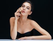抹粉底的性感化妆美女模特摄影图片