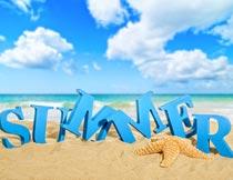 沙滩海星与夏日英文立体字摄影图片