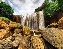 蓝天白云树林山石瀑布风光摄影图片