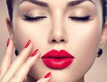 性感的红唇美甲模特写真摄影图片