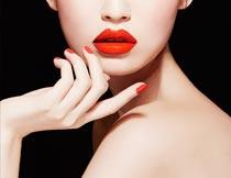露背的性感红唇美甲模特摄影图片