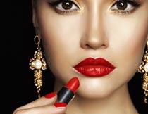 涂红色唇膏的性感美女模特摄影图片