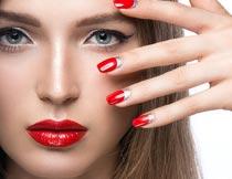 性感的红唇美甲美女模特摄影图片