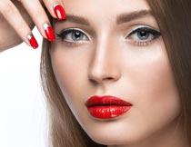性感的红唇美甲美女局部摄影图片
