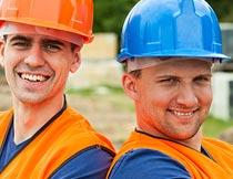 头戴安全帽开心笑的工人摄影图片