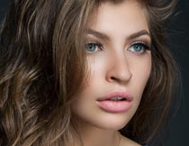 性感漂亮的卷发模特写真摄影图片