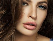 性感妩媚的红唇长发美女摄影图片