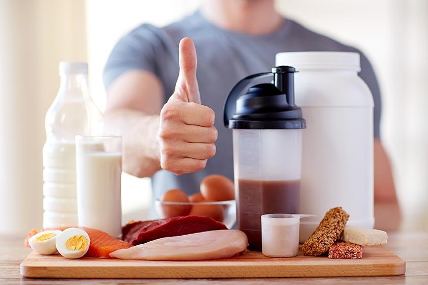 为健康营养早餐点赞的男人摄影图片