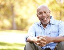微笑的欧美老年男性特写摄影图片