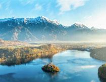蓝天白云雪山湖泊风光高清图片