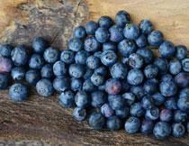 桌面上的蓝莓特写摄影高清图片