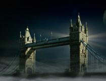 夜色笼罩下的伦敦塔桥高清图片