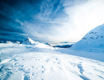 白茫茫的雪山自然风光高清图片