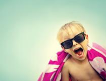 戴着墨镜的儿童人物摄影高清图片