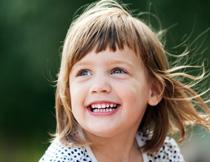 波点装扮短发小女孩摄影高清图片