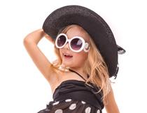 戴墨镜的泳装女孩摄影高清图片