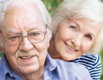 满头银发的幸福老人摄影高清图片