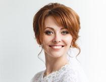 洋溢着幸福笑容的新娘高清图片