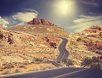 蜿蜒于山间的公路摄影高清图片