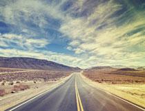 沙漠中的高速公路摄影高清图片