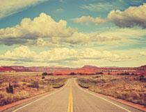 荒凉地区公路风光摄影高清图片