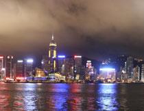 沿岸地标建筑夜景摄影高清图片