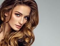 卷发造型美女写真摄影高清图片