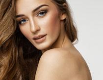 卷发造型美女模特摄影高清图片