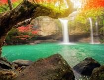如诗般的湖水瀑布摄影高清图片