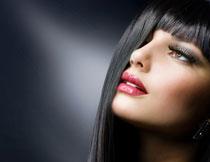 头发遮到眼的美女摄影高清图片