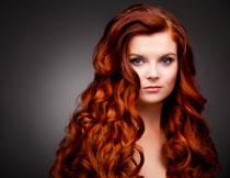 红色秀发美女模特摄影高清图片